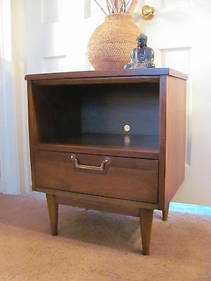 Beautiful Mid Century Modern Night Stand with Drawer