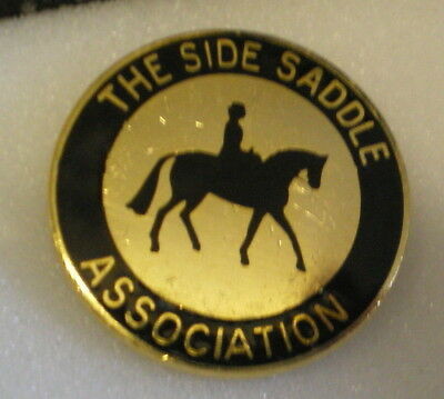 THE SIDE SADDLE ASSOCIATION Enamel Lapel Pin Badge HORSE RIDING EQUESTRIAN