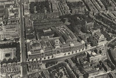 LONDON. Victoria & Albert Museum from the air 1926 old vintage print picture
