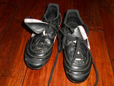 Boys Nike Cleats  Sneakers / Shoes Size 2