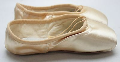 New With Box Girl's BLOCH Beige Satin Pointe Ballet Shoes Size 3.5