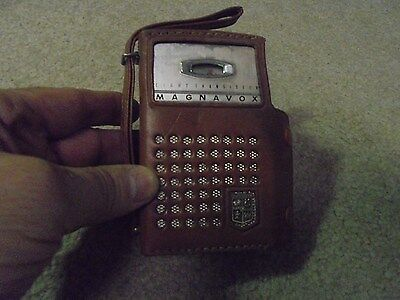 Vintage Magnavox Transistor Radio in Leather Case Eight Transistors