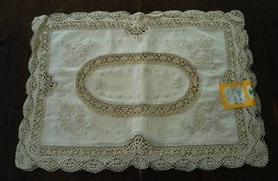 Vintage NWT Placemats Bobbin Lace Hand Embroidered Flowers Set of 4 Ecru New