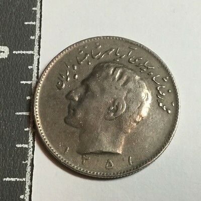 MIDDLE EAST KM1178 SH1351 10 rial coin nice condition
