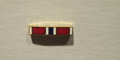 US Army WWII Bronze Star Medal Button Hole Service Bar Brass & Enamel Pin