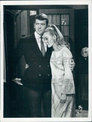 1968 Press Photo Actor Robert Reed Jennifer Hilary Journey to Unknown 1960s TV