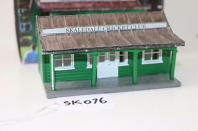 OO 1:76 Hornby Skaledale Cricket Club Pavillion R8990 Used FNQHobbys SK076