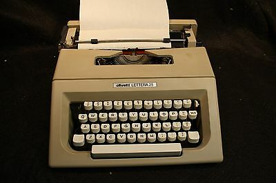 Vintage OLIVETTI LETTERA 25 PORTABLE MANUAL TYPEWRITER W/ CARRYING CASE/BAG