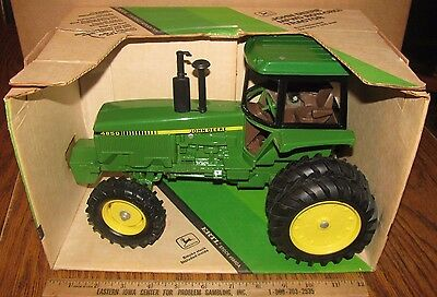 John Deere 4850 Tractor 1/16 Ertl Toy 584DA 1982 NEW ORLEANS COLLECTOR'S EDITION