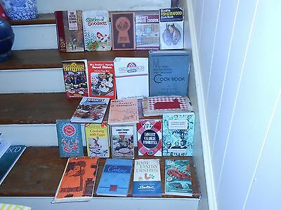 *lot Of 21 Vintage Binders Hard & Soft Cover Cook Books Community Clubs & More
