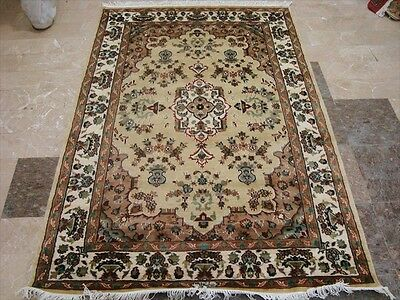 Wow Cream Beige Medallion Floral Hand Knotted Rug Wool Silk Carpet (6 X 4)'