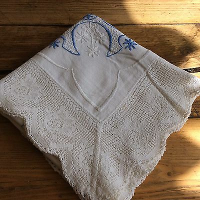 Beautiful Vintage Hand Embroidered Table Cloth With Lace Edge Vgc (M5)