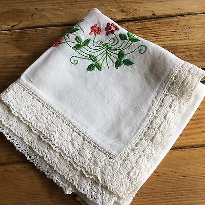 Beautiful Vintage Hand Embroidered Table Cloth Vine Pattern Vgc (M2)
