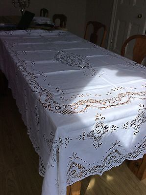 Beautiful Large Vintage Table Cloth White With A Cut Work And Lace Edge Vgc (Q2)