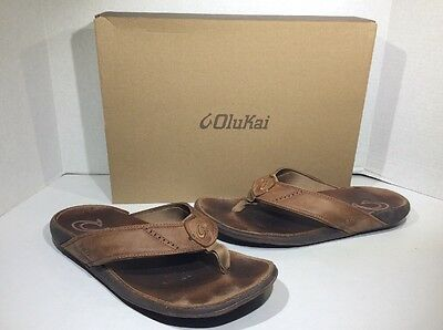 OLUKAI Nui Mens Size 11 Tan Leather Flip Flops Sandals Shoes SS-785