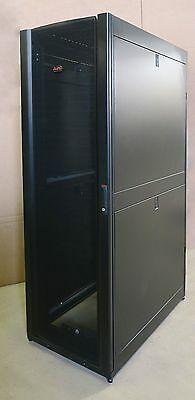 "APC AR3100 NetShelter SX Server 19"" 600mm x 1070mm Networking Rack Cabinet 42U"