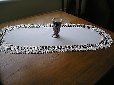 """Beautiful Vintage Table Runner ~ White Linen ~ Lace Edge ~ 15"""" X 34"""""""