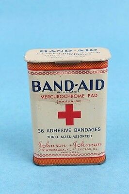 VINTAGE 1920-30's JOHNSON & JOHNSON HINGE TOP BAND AID ADVERTISING TIN CONTAINER