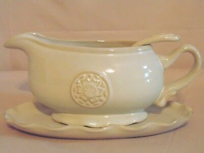 Simply Inviting Gravy Boat & Ladle & Overflow Tray/Plate Beige Bowl Serving