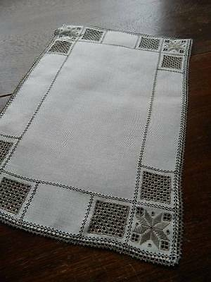 "Vintage Irish linen table topper - Lefkara embroidery & needlelace 11"" x 16"""