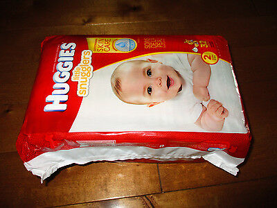 Package of 32  BABY DIAPERS Huggies  Little Snugglers 12 - 18 lbs SIZE 2  BOY