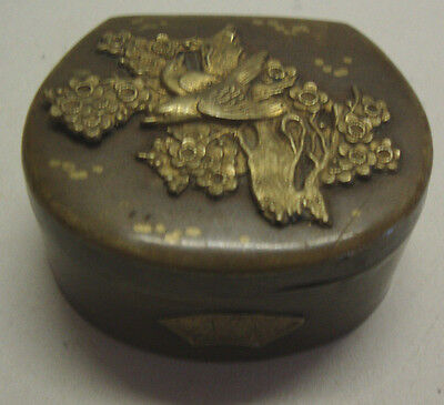 Japanese Meiji Period well decorated brass trinket box