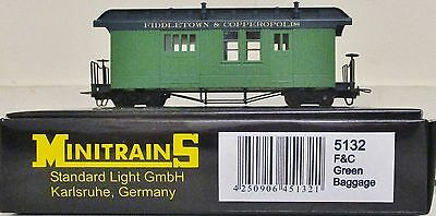 Minitrains 5132 - Fiddletown & Copperopolis Coach Green.(009/HOe Narrow Gauge)