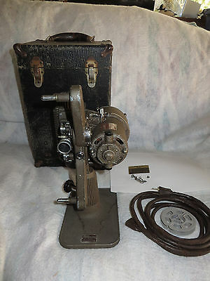 Vintage REVERE CAMERA CO. 8mm MOVIE PROJECTOR Model 85 with CASE