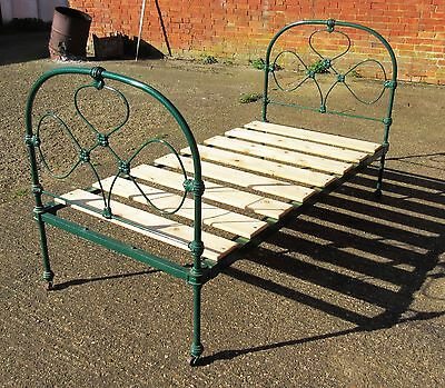 VINTAGE CAST IRON VICTORIAN SINGLE BED FRAME - local pick up
