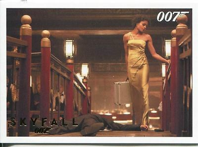 James Bond Autographs & Relics Gold Parallel Base Card #51