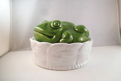 Vintage Made in Italy Ceramic Pottery Green Frog on Basket Trinket Dresser Box