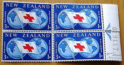 New Zealand 1959 Block Of 4 Red Cross Stamps MNH Incl 1 With Missing Island Flaw