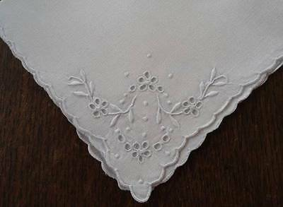 Vintage Linen Napkins Madeira Embroidered Eyelet Wreaths Set of 5