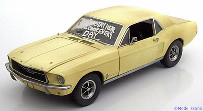 1:18 Greenlight Ford Mustang Coupe The Walking Dead 1967 lightyellow