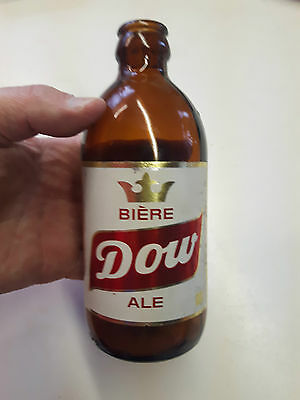 Superb and rare  DOW Ale  stubby  beer bottle Québec canada