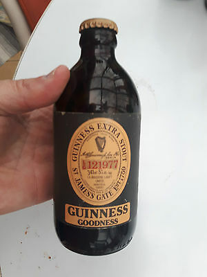 Superb and rare GUINNESS by Labatt stubby  beer bottle full Québec canada