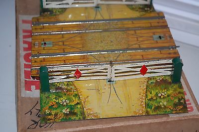 HORNBY TRAINS O GAUGE  No 2 DOUBLE LEVEL CROSSING WITH BOX