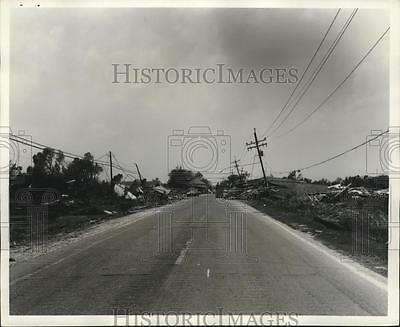 1969 Press Photo Wreckage on Road in Plaquemines Parish After Hurricane Camille