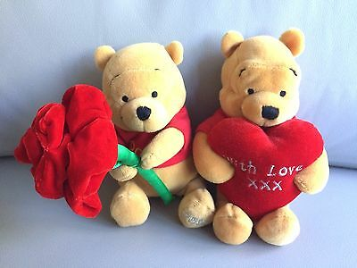Disney Store Beanie Plush Valentines Pooh x2 Adult Collector Displayed