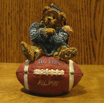 Boyds Resin Ornament #25705 KNUTE...HALF TIME, NIB From Retail Store FOOTBALL