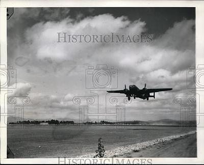 1944 Press Photo B-25 bomber takes off on bomb mission in China-Burma-India war