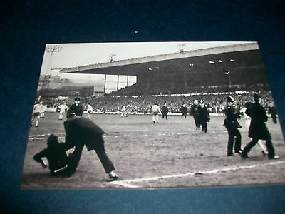 "LEEDS UNITED v WEST BROMWICH ALBION Riot match 1970s  6""x4""  REPRINT"