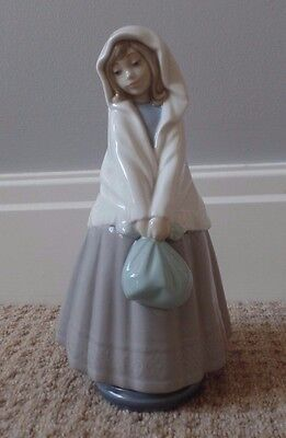 Rare Vintage 1982 Nao By Lladro Girl Figurine Wearing Shawl/Carrying A Bag (9)