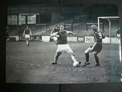 """WEST HAM UNITED BOBBY MOORE last game action v Plymouth res 6""""x4"""" Photo REPRINT"""