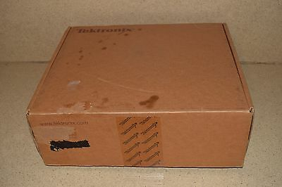 ☆ TEKTRONIX P5200A 50 MHz HIGH VOLTAGE DIFFERENTIAL PROBE -BOX & ALL ACC's (B2)