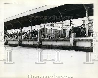 1938 Press Photo Chinese on jetty at Nanking trying to flee from Japanese attack