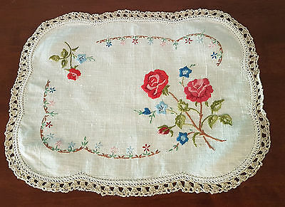 EXQUISITELY HAND EMBROIDERED LINEN DOILEY ~ VINTAGE & in BEAUTIFUL CONDITION