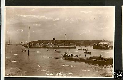 HLW Early Postcard, Paddlesteamer Arriving at Cowes  Isle of Wight