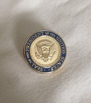 Seal of The President of The United States Lapel Pin With Signature Engraved A35