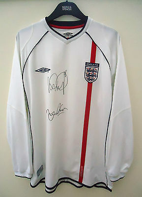 England Long Sleeved Football Shirt Signed Size Xl